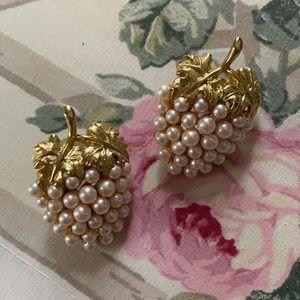 VTG pearl like strawberry earrings